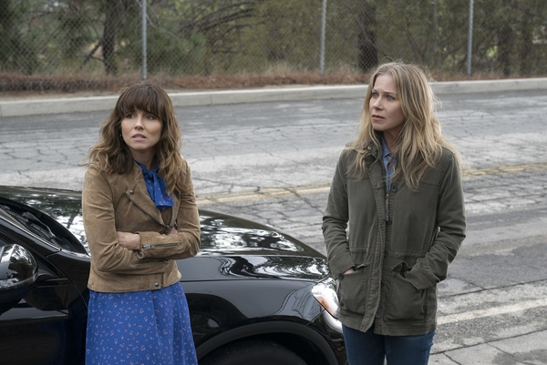 Judy (Linda Cardellini) and Jen (Christina Applegate) in Dead to Me (Credit: Netflix)