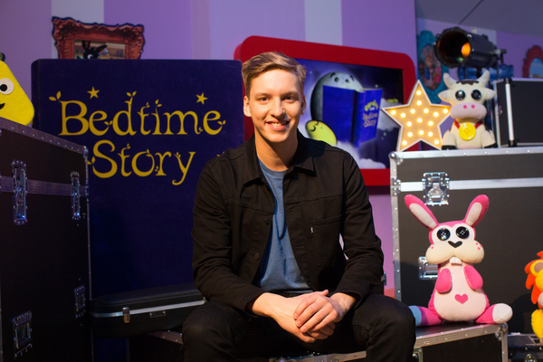 George Ezra on CBeebies Bedtime Stories (Credit: BBC/Pete Dadds)