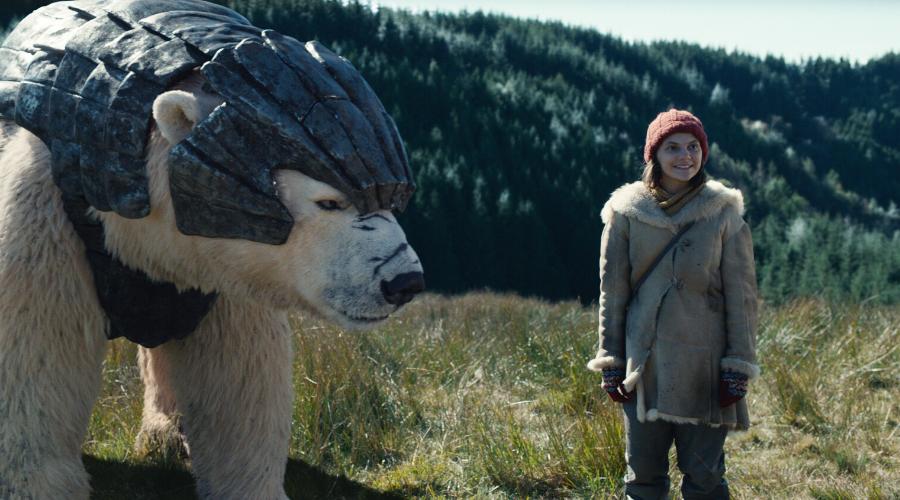 Iorek Byrnison (Joe Tandberg) and Lyra Belacqua (Dafne Keen) (Credit: BBC/Bad Wolf/HBO)